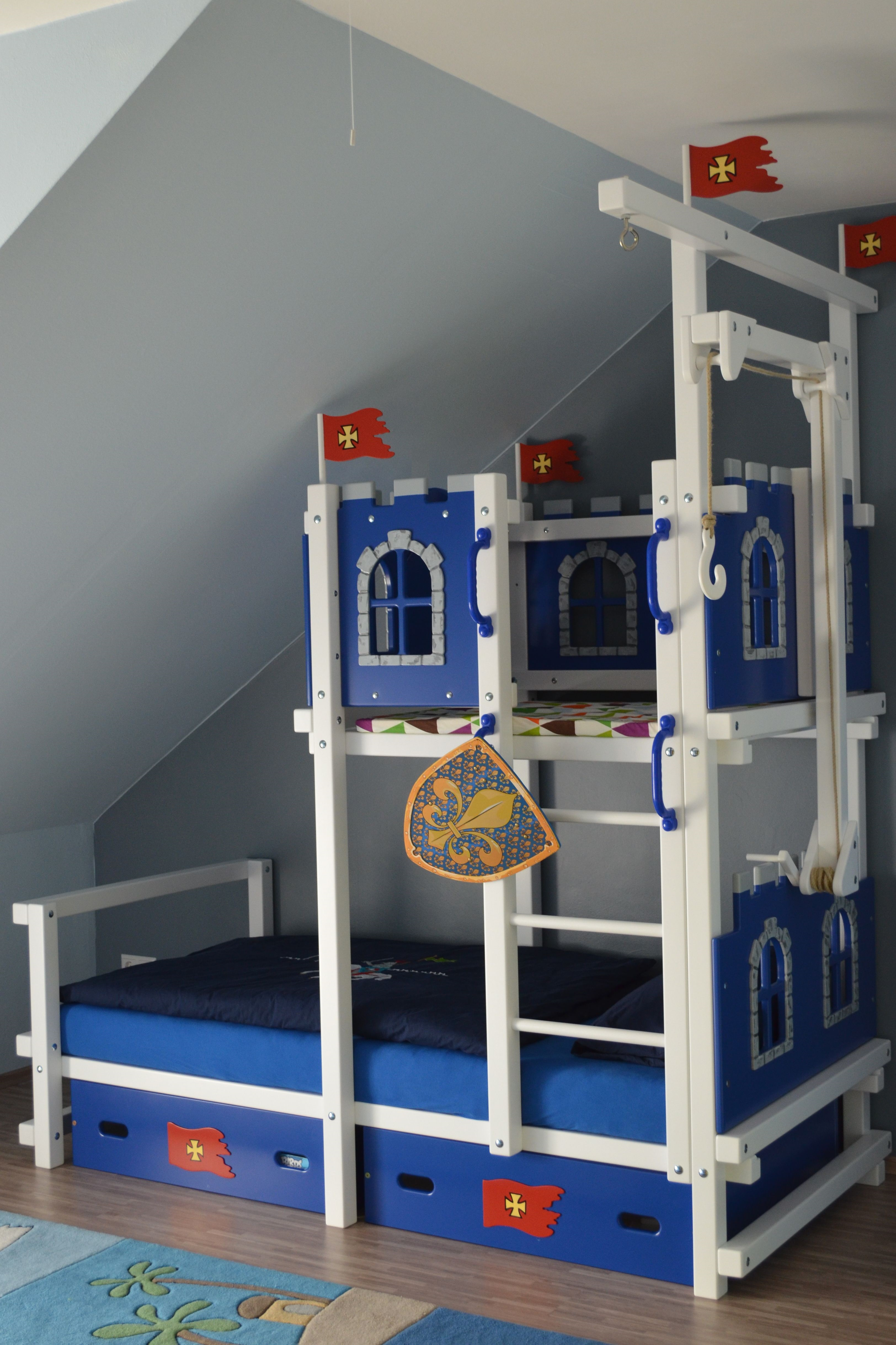 hochbett f r dachschr ge oli niki. Black Bedroom Furniture Sets. Home Design Ideas