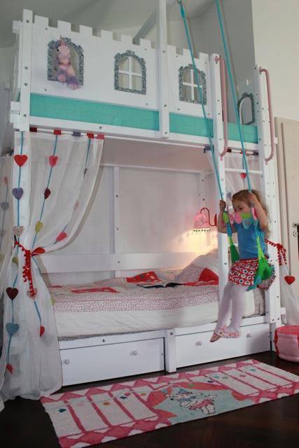hochbett schloss oli niki. Black Bedroom Furniture Sets. Home Design Ideas